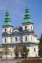 Центральный фасад тернопольского бывшего доминиканского, а ныне греко-католического собора Непорочного зачатия Девы Марии