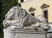 Охранник парадного входа дворца княгини Щербатовой в Немирове