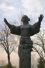 Памятник Мать-хранительница Старом парке Тернополя