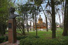 Центральная аллея тернопольского парка Славы