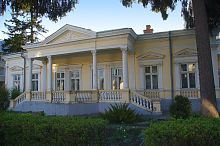 Центральний фасад вілли А. Грабовського по вул. Івана Франка в Тернополі