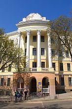 Центральний фасад загальноосвітньої школи №4 Тернополя