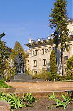 Памятник Тарасу Шевченко на одноименном бульваре Тернополя