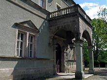 Один из двенадцати входов во дворец Шенборнов в Чинадиево