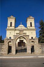 Главный фасад кременецкого католического храма святого Станислава
