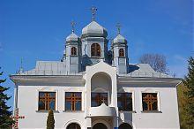 Центральний фасад кременецькій лютеранської церкви Хреста Господнього