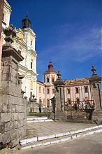 Центральный вход Коллегиума Кременца