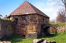 Восточная башня Золотопотоцкого замка Потоцких