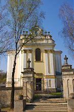 Центральный фасад Успенского костела Бучача