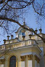 Портал центрального входа бучачского костела Успения Богородицы