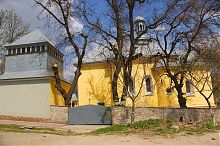 Юго-западный фасад и колокольня бучачской  церкви Святого Николая