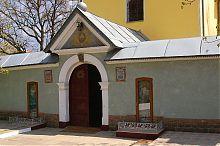 Центральний вхід церкви Святого Миколая Бучача