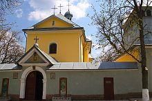 Центральний фасад бучацької Миколаївської церкви