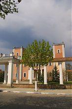 Колоннада приходского костела Петра и Павла в Теребовле