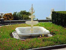 Один з парних фонтанів Воронцовського палацу в Алупці