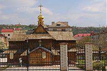 Центральный фасад церкви Успения Богородицы в Чорткове