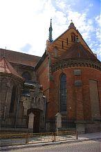 Північний фасад чортківського костелу святого Станіслава