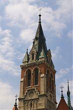 Центральна вежа домініканського костелу у Чорткові