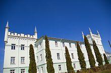 Юго-западный фасад замка в Белокринице