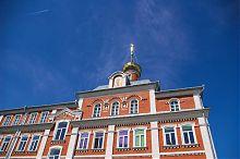 Центральный фасад Почаевской духовной семинарии