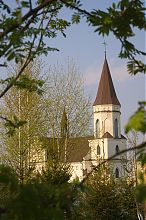 Південний фасад Скалатського католицького костелу святої Анни