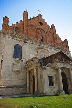Юго-западный фасад гусятинского костела святого Антония