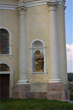 Скульптура микулинецького Троїцького костелу