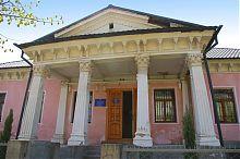 Колонный портик центрального входа дома Шашкевича в Бережанах
