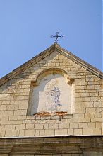Арочна ніша фронтону центрального фасаду бережанської вірменської церкви