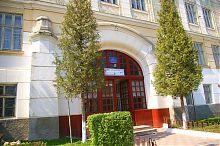 Парадный вход бережанской гимназии