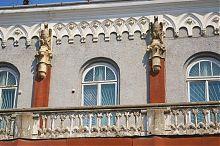 Архитектурное оформление второго яруса здания бережанского банка