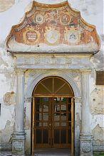 Портал центрального входу парафіяльного костелу Петра і Павла Бережан