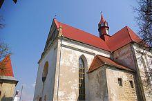 Західний фасад бережанського парафіяльного костелу Різдва Пресвятої Богородиці