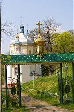 Центральный вход Вознесенской церкви Вишневца