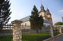 Центральний фасад монастиря у Збаражі