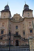Башни главного фасада збаражского костела святого Антония