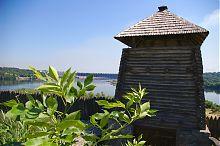 Башня над Днепром Запорожской Сечи на Хортице