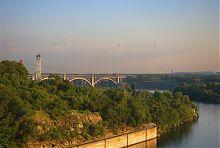Один з Преображенських мостів Запоріжжя (над руслом Нового Дніпра)