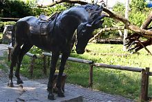 """Пам'ятник коню історико-культурного центру """"700-річний запорізький дуб"""""""