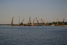 Первый причал Первого грузового района речного порта в Запорожье