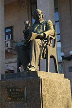 Пам'ятник М.І. Глінки біля запорізької обласної філармонії