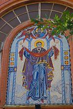 Мозаїчне панно над центральним входом до запорізького Свято-Покровського храму