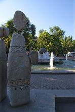 """Скульптурна група """"Чумаки"""" на запорізькій площі Маяковського"""