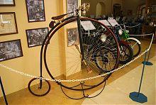 Большеколесный велосипед в запорожском Музее техники Богуслаева