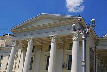 Боковой колонный портик запорожского драмтеатра им. Магара