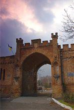 Въездные врата северо-восточного флигеля Васильевской усадьбы