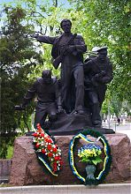 Памятник морякам-десантникам в парке им. Шмидта Бердянска