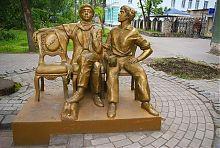 """Пам'ятник героям """"Золотого теляти"""" Ільфа і Петрова Остапу Бендеру і Шурі Балаганову"""