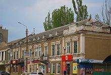 Западный фасад доходного дома Выродова (консула М.Е. Пайкоса) в Бердянске