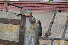 """Памятник """"колорадским жукам""""- отдыхающим в Бердянске"""